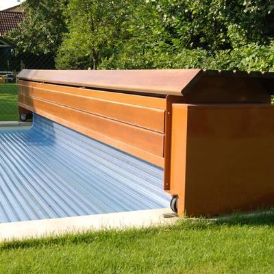 Poolabdeckung 01 - Detailansicht - Rollladenkasten aus Holz