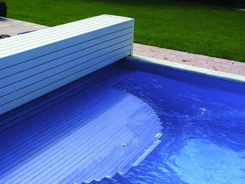 Pool- bzw. Rollladenabdeckung in Sitzbank integriert