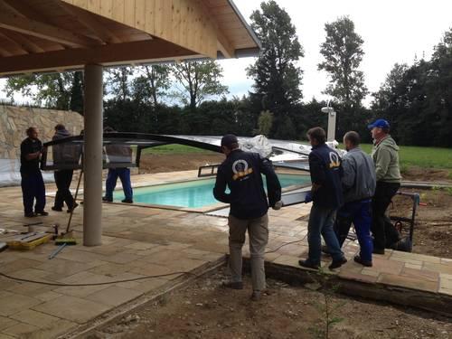 Aufsetzen der Poolüberdachung