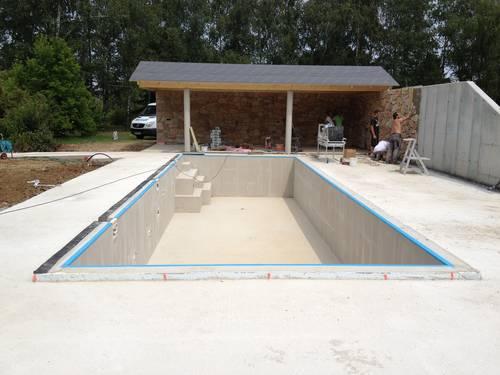 Pool - Rohbau inkl. Sichtschutzmauer und überdachter Terrasse für Outdoorküche